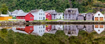 Vue historique du village de Lærdalsøyri en Norvège sur
