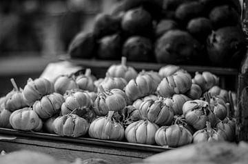 Knoflookbollen zwart wit von Manon Ruitenberg