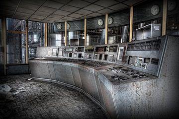 Salle de contrôle dans une centrale électrique abandonnée sur Eus Driessen