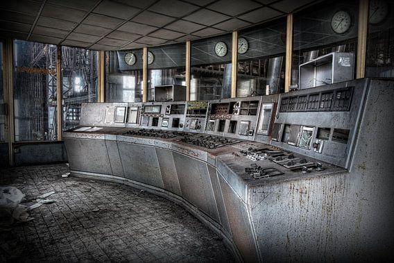 Controle kamer in een verlaten energiecentrale