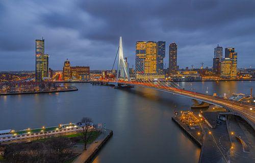 Uitzicht op de Erasmusbrug in Rotterdam