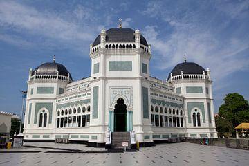 Mosquée à Medan, Sumatra sur Kees van Dun