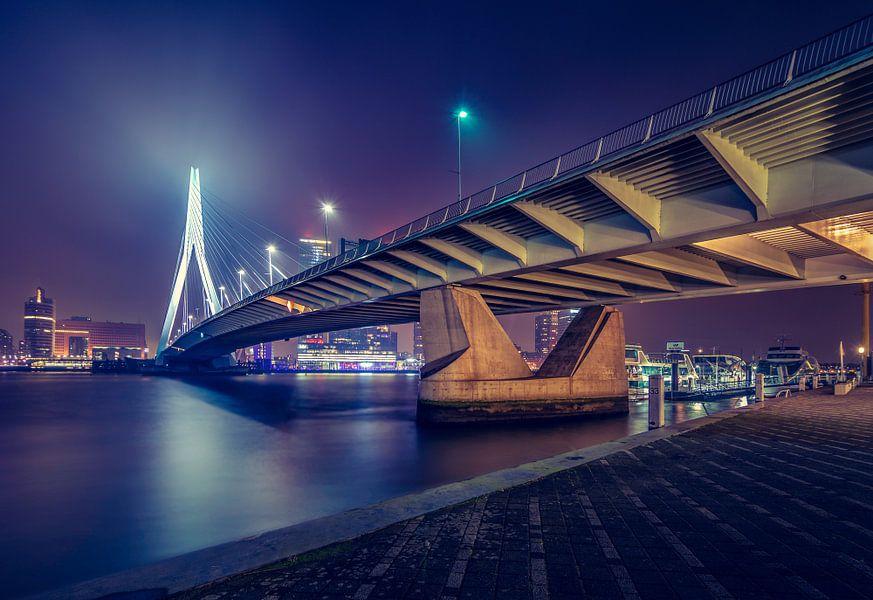 De Erasmusbug in Rotterdam bij Nacht