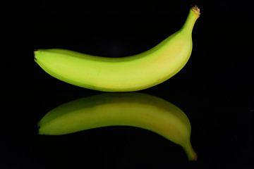 Banane spiegelt sich von Ulrike Leone