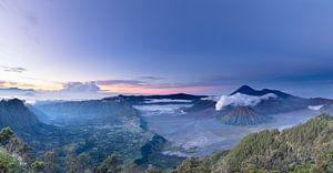 Zonsopgang bij de Bromo vulkaan van Paul Dings