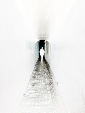 zwart wit bewerkt utrecht silhouet schaduw duister donker avond schemer man pad gang wit centrum sta van susan verhoeven