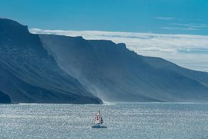 De noordwand van Lanzarote, Canarische Eilanden, gezien vanaf La Graciosa.