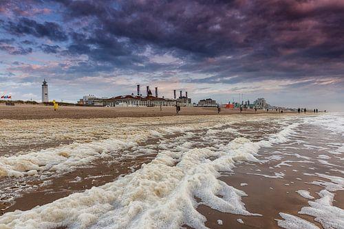 Storm op het strand van Noordwijk