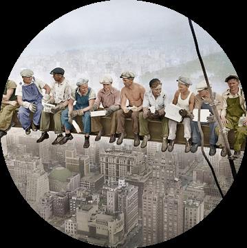 Lunch atop a Skyscraper (1932) van Colourful History