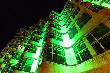 La façade de la Shell House Berlin sous un éclairage particulier