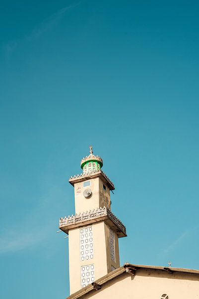 Moskee met blauwe lucht in Guinee