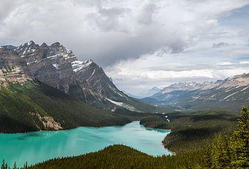Peyto Lake in Alberta van Emile Kaihatu