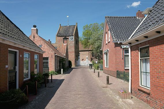 Groningen / Dorpsstraat in het Groningse dorp Ezinge / 2011