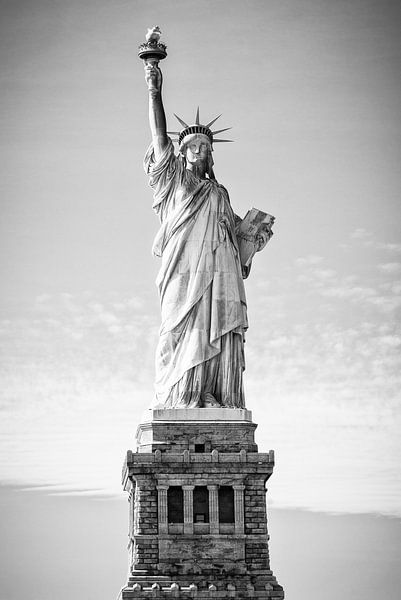 Statue de la Liberté à New York (en noir et blanc) sur Mark De Rooij