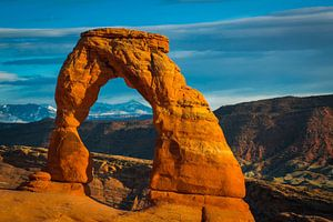Delicate arch bij zonsondergang, Arches National Park, Utah van Rietje Bulthuis
