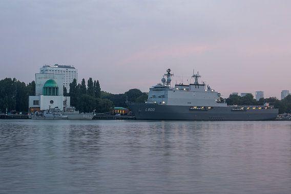 De Koninklijke Marine met Zr.MS. Rotterdam in Rotterdam van MS Fotografie