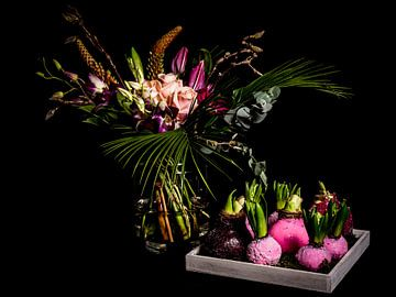 Wunderschöne Bücher mit Blumenzwiebeln von Atelier Liesjes