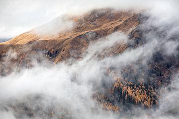 Duistere bergkam in de Dolomieten