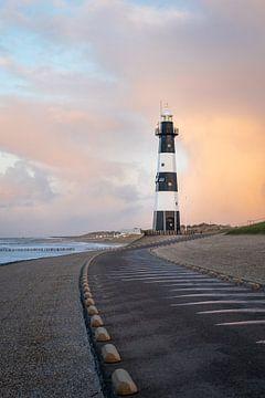 Leuchtturm Nieuwe Sluis (Breskens) bei Sonnenuntergang l Reisefotografie von Lizzy Komen