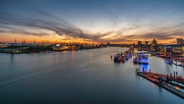 Zonsondergang in de haven van Hamburg van Steffen Peters