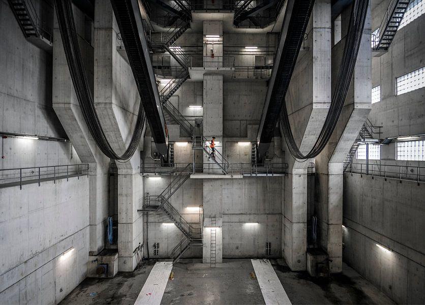 Binnenin de Van Brienenoordbrug van Jeroen van Dam
