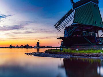De Zaanse Schans bij zonsondergang. van K.C. Statia