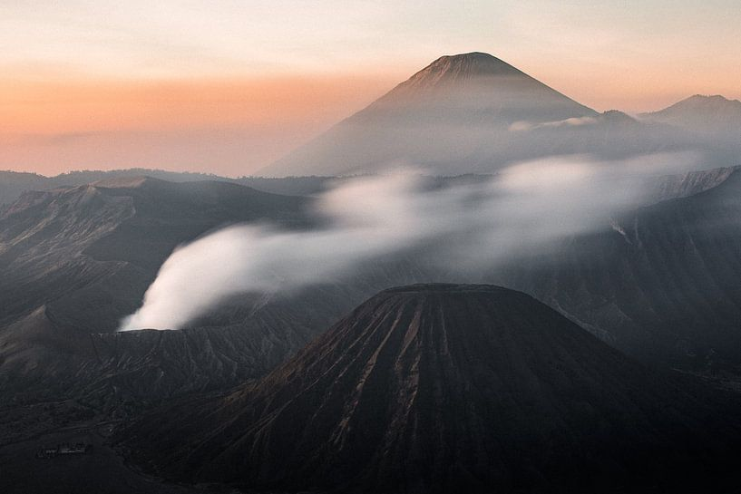 Zonsopkomst Mount Bromo Vulkaan - Oost-Java, Indonesië van Martijn Smeets