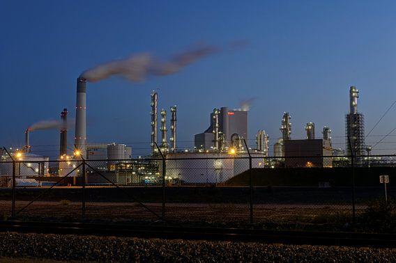 Industrie op de Maasvlakte bij Rotterdam van Esther Seijmonsbergen