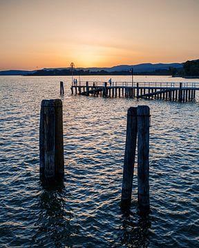 Sonnenuntergang über dem Trasimenischen See von Studio Reyneveld