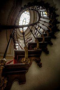 Abandoned Staircase - Chateau de L'eau van Kevin Vancolen