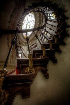 Abandoned Staircase - Chateau de L'eau von Kevin Vancolen