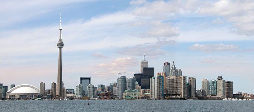 Skyline van Toronto, gezien vanaf Toronto Island van Margo Schoote