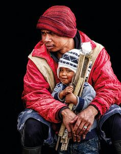 vader en zoon bij de Bromo vulkaan van Ewout Paulusma