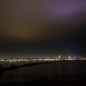 de skyline van enkhuizen by night van Rik Brussel