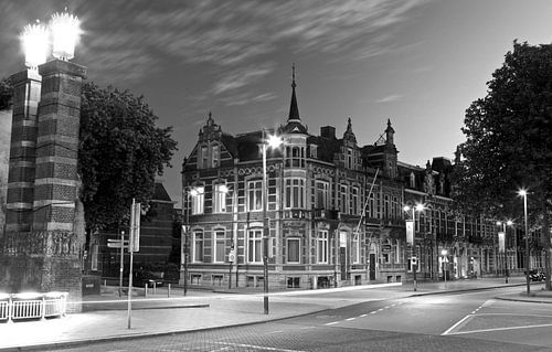 Stationsweg 's-Hertogenbosch op een zomeravond van