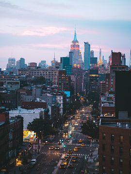 L'heure bleue à Bowery avec Midtown Manhattan en arrière-plan sur Michiel Dros