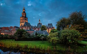 Walburgis kerk in de avond