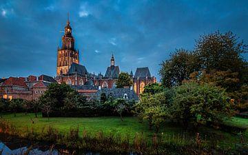 Walburgis kerk in de avond  van