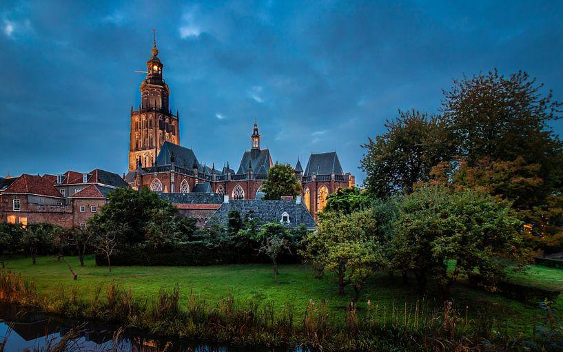 Walburgis kerk in de avond  van Francis de Beus