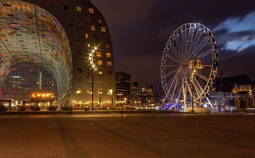 De markthal en het reuzenrad in Rotterdam