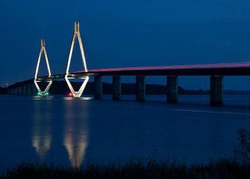 Le pont Farø du Danemark, de nuit. sur Adriaan Hulzinga