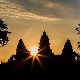 Zonsopkomst bij de tempel van Angkor van Jeroen Langeveld, MrLangeveldPhoto