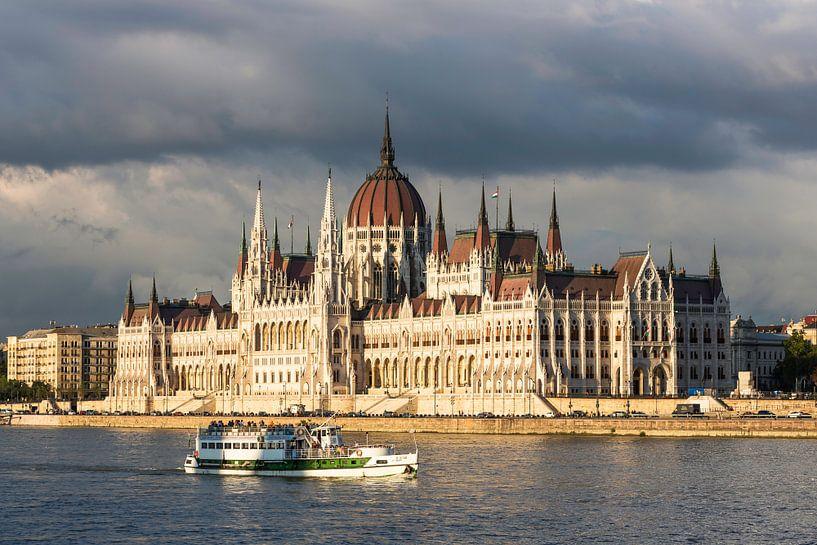 Bâtiment du Parlement à Budapest sur Frank Herrmann