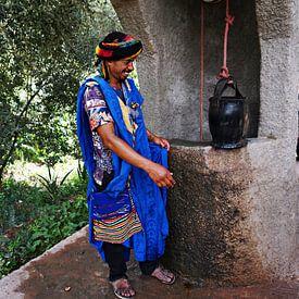 gids in de todrakloof (Marokko) bij waterput van joyce kool