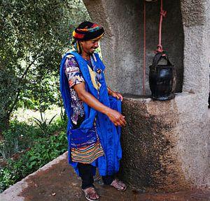 gids in de todrakloof (Marokko) bij waterput van