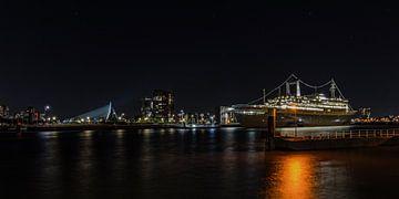 SS Rotterdam at night ... van