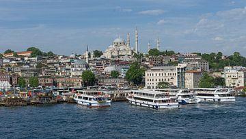 Istanboel, gezien vanaf de Bosporus van Niels Maljaars
