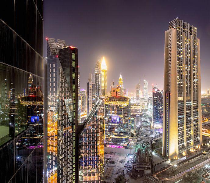 Dubai International Financial Centre 's nachts van Rene Siebring