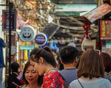 Drukke straten in Shanghai, China von Cecile van Essen