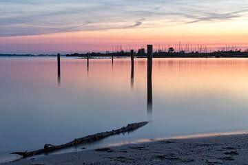 Hafen bei Sonnenuntergang II von Miranda van Hulst